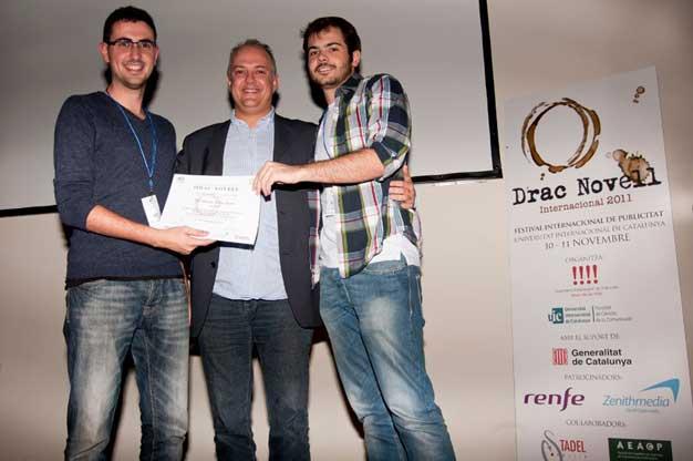 Carles-Boronat-entrega-premis-Drac-Novell-Associacio-Empresarial-Publicitat-Universitat-Internacional-Catalunya-1_cbmpublicitat